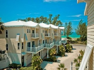 Lovely oceanview house, steps to the beach, Bradenton Beach