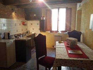 """""""ferro di cavallo""""casa vacanze economica e caratteristica a pochi minuti da siena, Isola d'Arbia"""