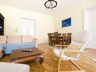 Classy apt w/2 bathrooms near Danube in Bp center