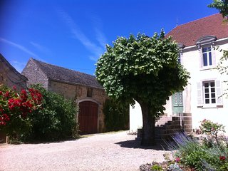 Stlyish 3 bedroom, 3 bathroom house/gite 5 mins from Beaune for holiday rental, Bligny-les-Beaune