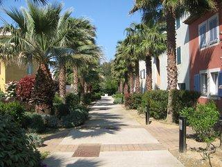Domaine des Lavandiers Ap T3 rez dd jardin, terrasse, 2 piscines, cour de tennis