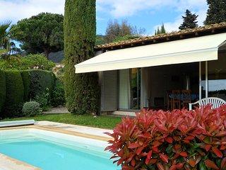 Villa de plain pied avec piscine et jardin prive a 10 min a pied de la plage