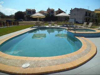ATHOS BLUE NIKITI D6 (Fully equipped maisonette with 2 bedrooms and pool)