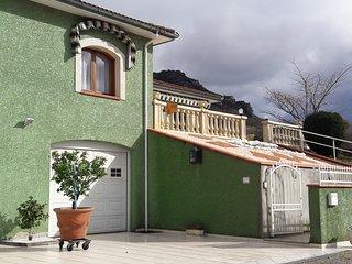 Logement très bien situé au calme  pas loin du centre de Foix (3 km)