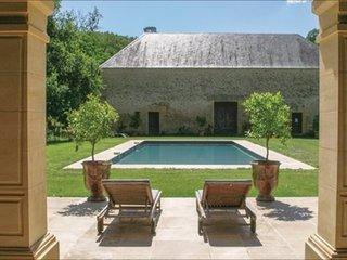 Demeure de standing-Piscine et Pool-House exceptionnels.