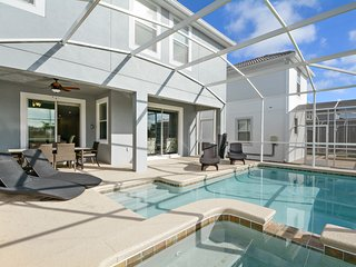 Stunning 6 bed 5 bath New Build in Champions Gate