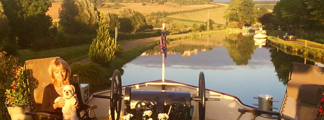 moored up for the evening on the Burgundy Canal in a pretty quiet port