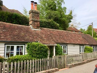 Character detached cottage with open fire, within walking distance of Battle.