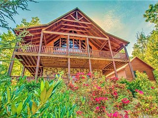 UPSCALE PRIVATE ESTATE LOG CABIN IN THE SMOKIES! 4/4.5, Sevierville