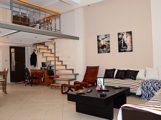 A modern central studio for 2 with a yard, Kissamos