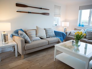 Beachstyle tasteful remodelled home, coast views, short stroll surf and village., Croyde