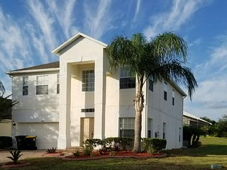 LUXURY BRIDGEWATER VILLA NEAR DISNEY