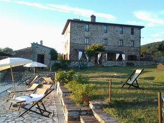 Ancient four-family farmhouse in Umbria, the green heart of Italy, Monte Castello di Vibio