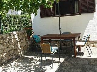 Charming holiday apartment near sea, Petrcane