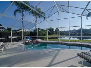OXFORD VILLA NEAR DISNEY HAS A  LAKE VIEW WITH POOL, GAME ROOM, Reunion