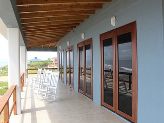 Brand New Oceanfront Home - Walk Out Diving & Snorkeling, Utila