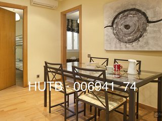 GowithOh - 17606 - Spacious apartment for 4 just 10 min from Parque Güell, Barcelona