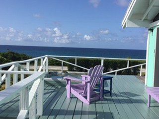 Seaglass Cottage - 200 Steps from Hidden Beach on the Atlantic Ocean