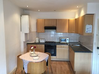 1 BEDROOM FLAT - 1 MIN FROM HIGH PARK