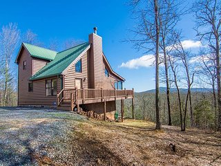 Mountain living at it's BEST! Enjoy Views, Outdoor Fireplace, Hot Tub, & more, Mineral Bluff