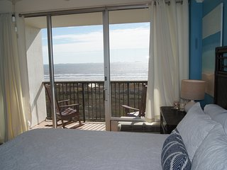 East Island Oasis - On the Beach, No Seawall Blvd! Close to Everything, Wifi
