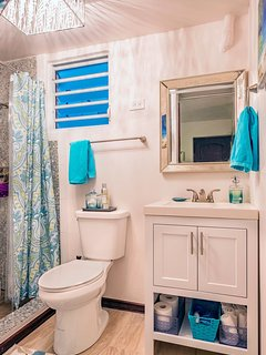 Ocean Waves 2nd Bathroom Unit A Downstairs.