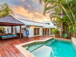 Honu Wai - Beachside Tropical Retreat with Pool and WiFi