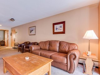 Ski-in / ski-out upscale condo with enclosed balcony - close to lifts, Copper Mountain