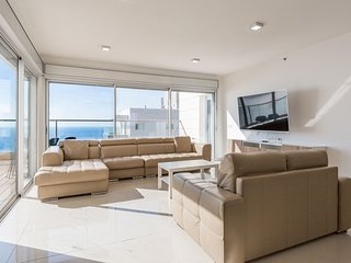 Mini Penthouse With Ocean and Sunset View, Pool, Netanya