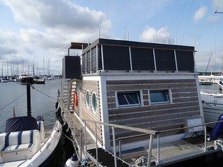 Hausboot Laboe Urlaub in der 1. Reihe mit einzigartigem Blick auf die Ostsee