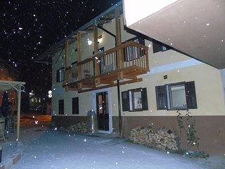 Tolmin - sleeps 16 - jacuzzi hot tub - skiing / outdoor activities / festivals
