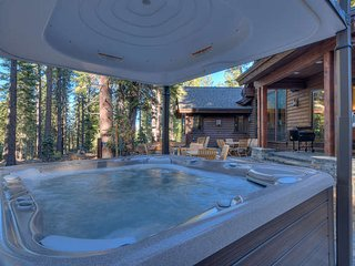Ski with Family Relax in Jacuzzi private villa, Truckee