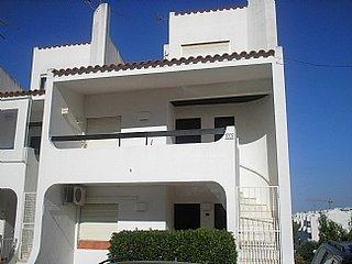 Lovely Duplex Apartment in Montechoro, near the lively bars of The Strip, Areias de São João
