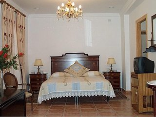 Casa Rosa  Bed and Breakfast -  Family Room with Twin Juliet Balcony FFF, Alcalali