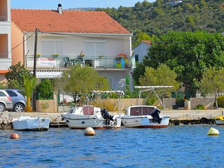 027 Two bedroom apartment directly on sea, Marina