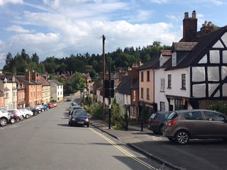 LUDLOW - Beautiful central 3 bed townhouse
