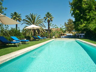 Charming 5 bedroom, mature garden, pool,excellent location just outside Ibiza