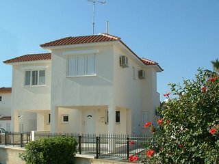 Aynine,  a holiday house, just 3minutes walk to the beach at Larnaca Bay, Oroklini