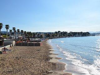 Studio tout confort a 2 pas de la plage, clim., wifi, parking, jardin