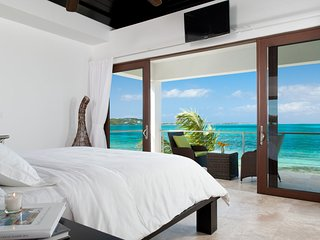 Sea Edge Villa on Grace Bay Beach, Providenciales
