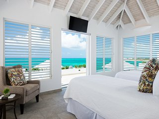 Cascade Beachfront of long walking beach, Providenciales