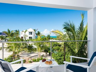 Little Plum Villa - Grace Bay Beach, Providenciales