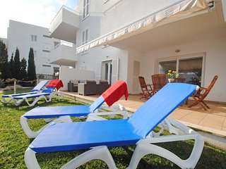 Lovely ground floor apartment at the Marina, Cala d'Or