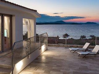 Villa Astrea Alba con piscina privata ad un passo dal mare cristallino