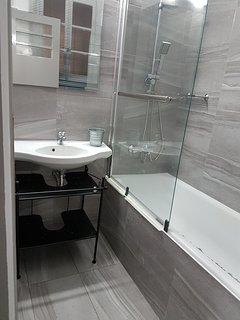 Biscuit Bathroom