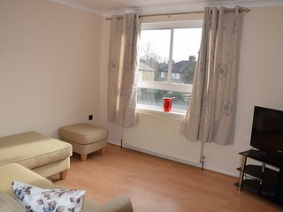 4 Bedroom house, 2 Bathrooms, on 3 floors, 5 min. tube, 20 min. city centre