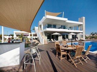Villa Davaar in Beach Porto de Mos LK , Algarve