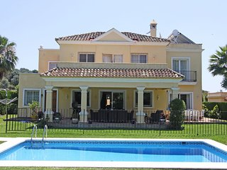 Family Villa PRIVATE Heated Pool-Garden- -Puerto Banus SLEEPS 11 high speed wifi, Cancelada