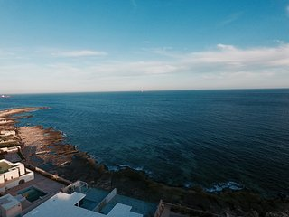 The breathtaking unobstructed sea-view area of the Sea-Bank Villa Apartments