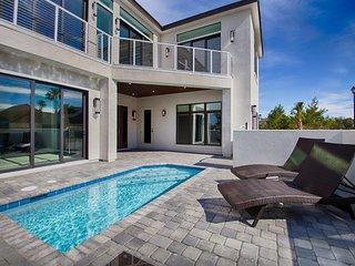 Luxury 6 Bedroom Beautiful Home, Sleeps 14, Private Pool, Gulf View, Near Beach!, Miramar Beach
